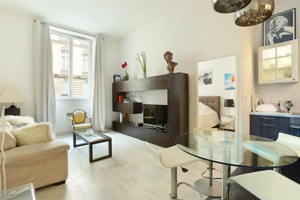 Le roosevelt bel appartement de 2 pi ces moderne dans le triangle d 39 or paris 8 me - Location meublee amortissement du bien ...
