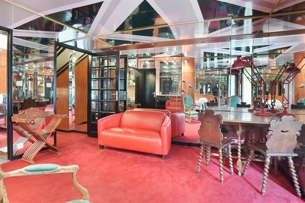 Chardon lagache appartement atypique avec jeux de miroir for Appartement meuble a louer paris 16