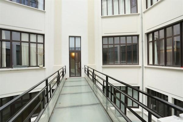 Lucien sampaix loft design pour 2 personnes deux pas de r publique paris 10 me my paris agency - Location meublee saint malo ...