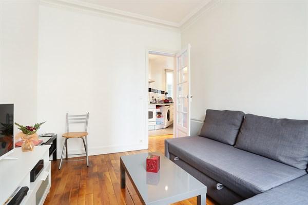 le duruy appartement moderne de 2 pi ces pour 4 personnes convention paris 15 me my paris. Black Bedroom Furniture Sets. Home Design Ideas