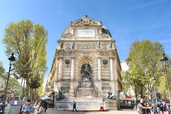 Le saint michel studio confortable louer meubl sur la place saint michel paris 6 me my - Location meublee courte duree ...