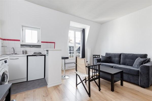 r publique bel appartement de 2 pi ces pour 4 personnes goncourt et r publique paris 11 me. Black Bedroom Furniture Sets. Home Design Ideas
