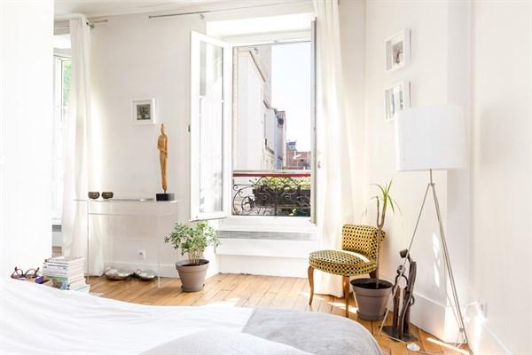 Felix faure appartement de 2 pi ces moderne sur cour for Location appart hotel au mois
