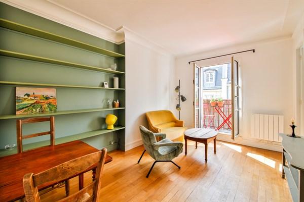 eug ne appartement de 2 pi ces moderne pour 2 avec balcon filant montmartre paris 18 me my. Black Bedroom Furniture Sets. Home Design Ideas