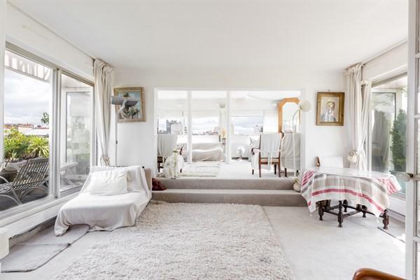 sky light duplex de standing pour 2 personnes avec terrasse nation dans le 11 me my paris. Black Bedroom Furniture Sets. Home Design Ideas
