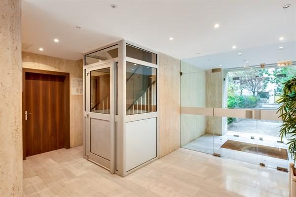 le square studio confortable pour 2 id al pour votre location au mois cambronne paris 15 me. Black Bedroom Furniture Sets. Home Design Ideas