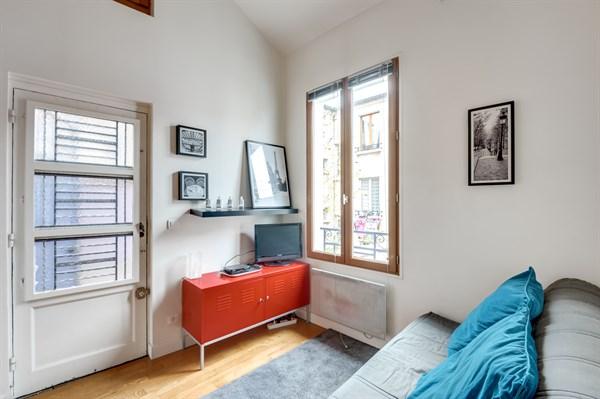libert superbe appartement de 2 pi ces id al pour 2 en face des buttes chaumont paris 19 me. Black Bedroom Furniture Sets. Home Design Ideas