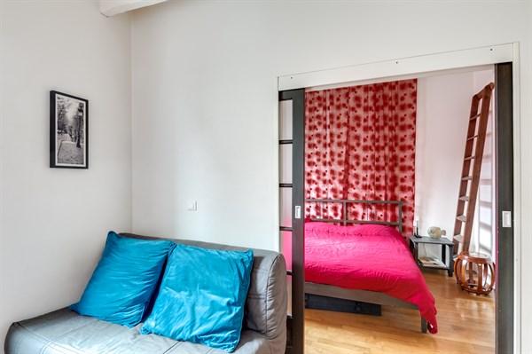 libert superbe appartement de 2 pi ces en face des. Black Bedroom Furniture Sets. Home Design Ideas