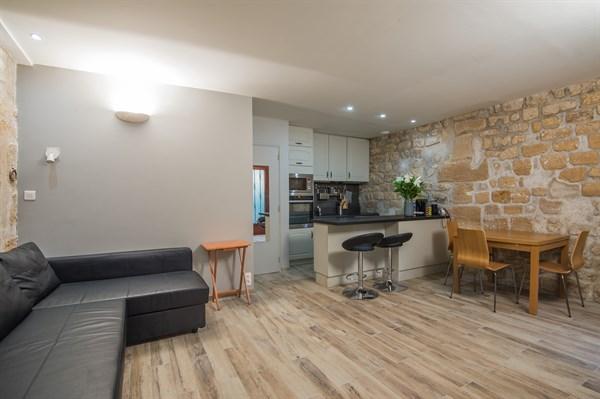 vertbois location en courte dur e d 39 un appartement dans le marais my paris agency. Black Bedroom Furniture Sets. Home Design Ideas