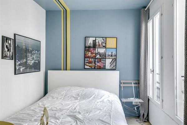 les petits carreaux studio color louer meubl en. Black Bedroom Furniture Sets. Home Design Ideas