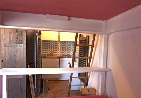 le jussieu studio pour 4 louer meubl c t de notre. Black Bedroom Furniture Sets. Home Design Ideas