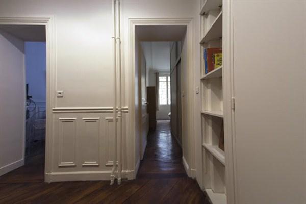 le saint lazare superbe 2 pi ces situ dans le 8 me arrondissement proche de saint lazare my. Black Bedroom Furniture Sets. Home Design Ideas