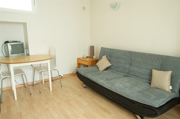 le pernety studio agr able situ dans le 14 me. Black Bedroom Furniture Sets. Home Design Ideas