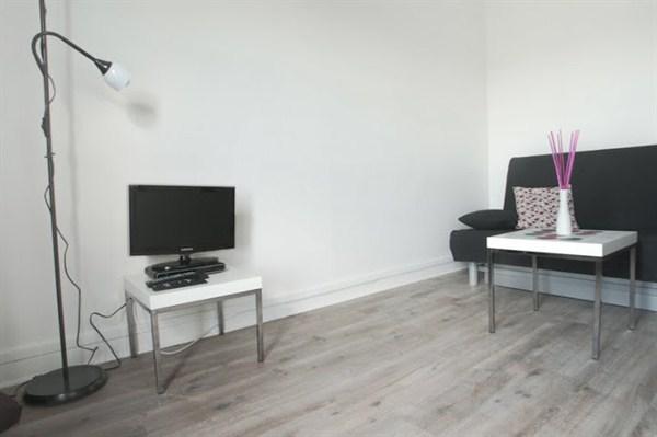 le pereire studio refait neuf boulevard pereire dans le 17 me arrondissement my paris agency. Black Bedroom Furniture Sets. Home Design Ideas