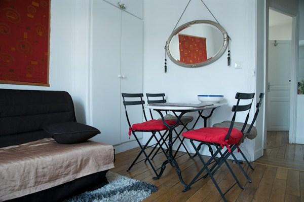 le voltaire 2 pi ces voltaire pr s de bastille dans le. Black Bedroom Furniture Sets. Home Design Ideas
