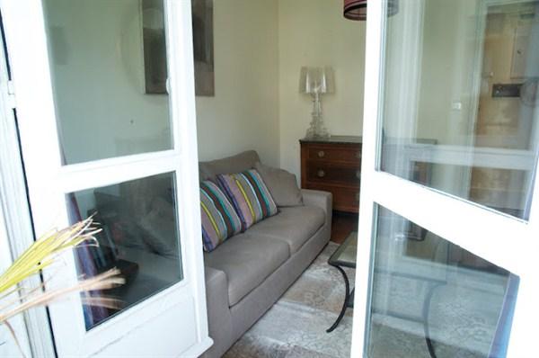 le montmartre superbe 2 pi ces pour 4 avec terrasse au. Black Bedroom Furniture Sets. Home Design Ideas