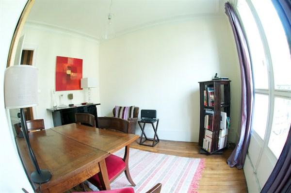 le montmartre superbe 2 pi ces pour 4 avec terrasse au coeur du 18 me rue caulaincourt my. Black Bedroom Furniture Sets. Home Design Ideas