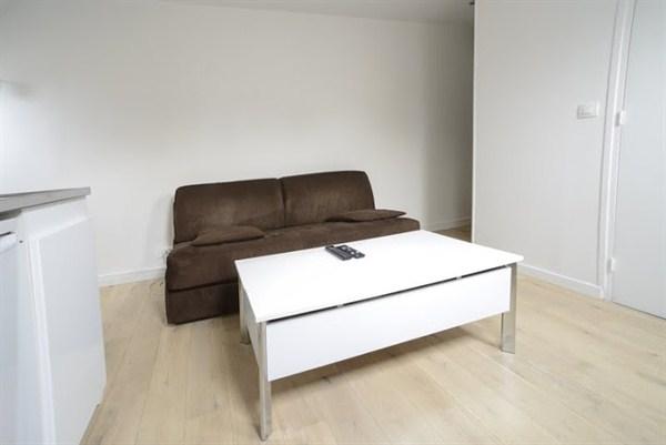 l 39 oberkampf splendide studio refait neuf pour 2 situ boulevard voltaire paris 11e my. Black Bedroom Furniture Sets. Home Design Ideas