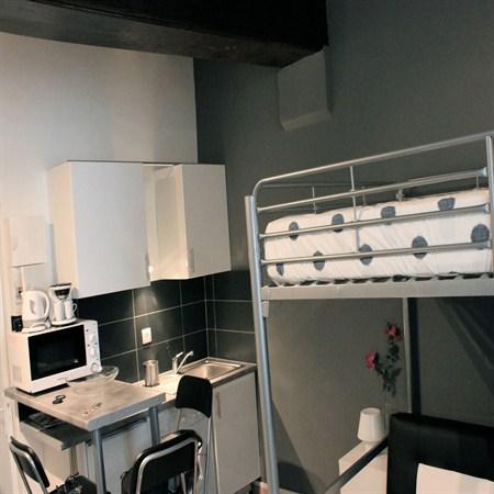 le petit latin superbe studio pour 4 situ rue saint s verin au coeur du quartier latin paris. Black Bedroom Furniture Sets. Home Design Ideas