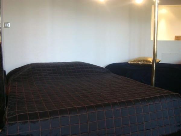 elys es belmondo location meubl e en courte dur e sur l 39 avenue des champs elys es my paris. Black Bedroom Furniture Sets. Home Design Ideas