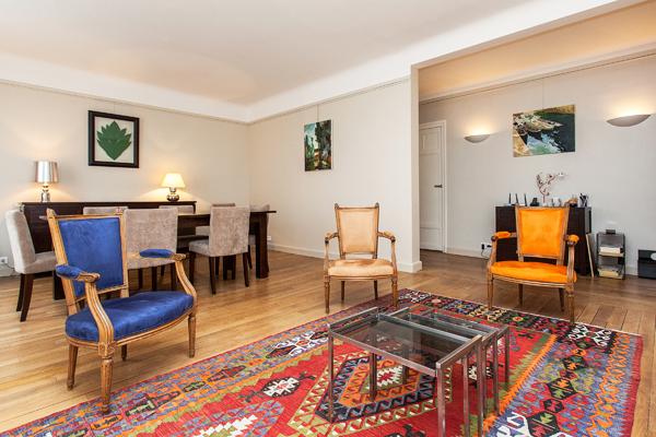Suffren spacieux appartement de 2 pi ces la d coration for Location meuble courte duree paris