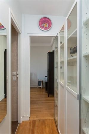 truffaut splendide appartement de 2 pi ces refait neuf aux batignolles paris 17 me my. Black Bedroom Furniture Sets. Home Design Ideas