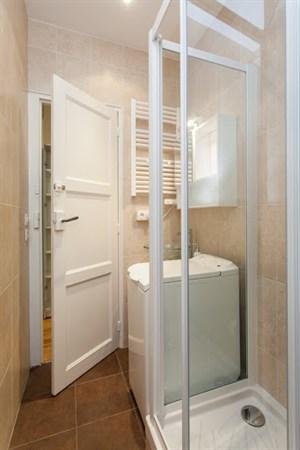truffaut splendide appartement de 2 pi ces refait neuf. Black Bedroom Furniture Sets. Home Design Ideas