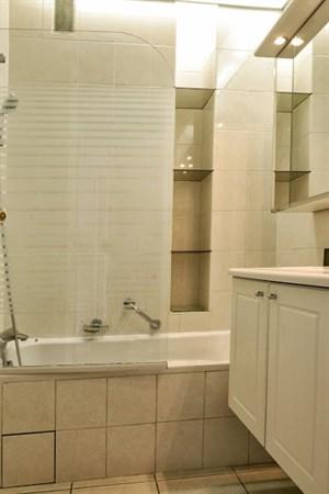 kennedy spacieux bien de 2 pi ces pour 4 dans le c l bre quartier de passy paris 16 me my. Black Bedroom Furniture Sets. Home Design Ideas