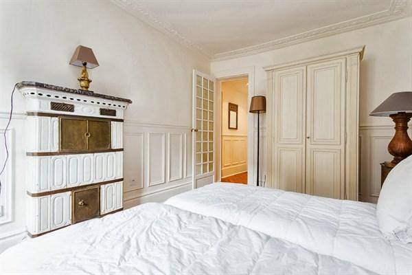 le georges bel appartement de 3 pi ces pour 4 rue du temple h tel de ville paris 4 me my. Black Bedroom Furniture Sets. Home Design Ideas