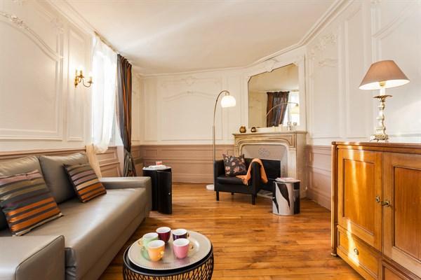 Superbe Appartement De 2 Pièces Dans Le Village Du0027Auteuil, Paris 16ème