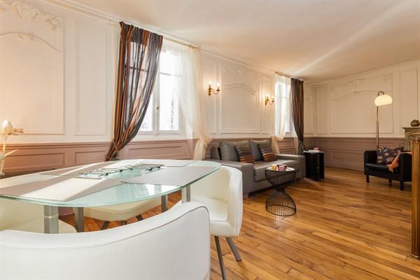 le village superbe appartement de 2 pi ces dans le village d 39 auteuil paris 16 me my paris. Black Bedroom Furniture Sets. Home Design Ideas