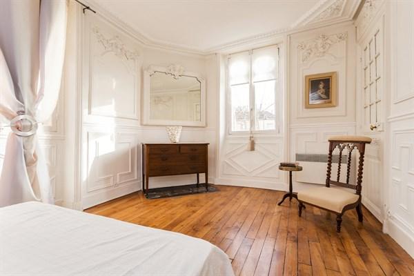Le village superbe appartement de 2 pi ces dans le for Appartement meuble a louer paris 16