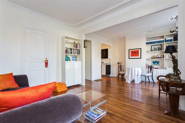 Le cirque d 39 hiver splendide studio de 29 m2 l 39 esprit design pour 2 oberkampf paris 11 me - Location meublee la rochelle ...
