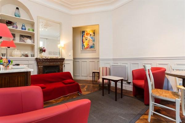 pondich ry appartement de 2 pi ces avec balcon filant pour 3 la motte picquet paris 15 me. Black Bedroom Furniture Sets. Home Design Ideas