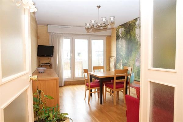 les buttes chaumont bel appartement de 3 pi ces au pied des buttes chaumont my paris agency. Black Bedroom Furniture Sets. Home Design Ideas