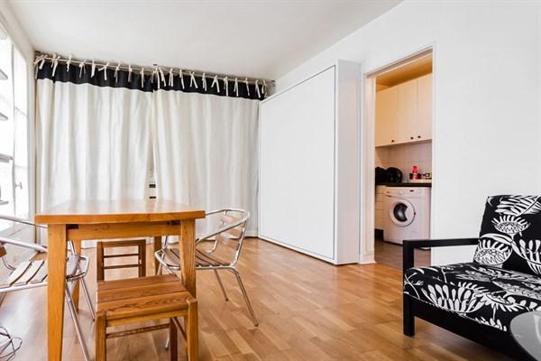 les batignolles spacieux studio pour 2 au coeur du quartier des batignolles paris 17 me my. Black Bedroom Furniture Sets. Home Design Ideas