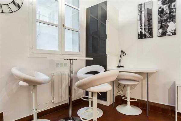 Le marie stuart magnifique appartement de type loft pour 5 personnes montorgueil paris 2 me - Location meublee temporaire paris ...