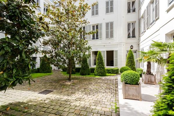 Le solf rino studio refait neuf rue de grenelle deux pas de la rue du bac paris 7 me my - Location meublee temporaire paris ...