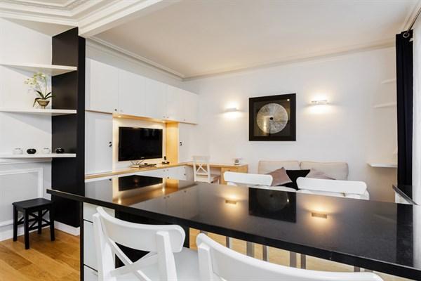 Le falgui re magnifique 2 pi ces design avec balcon louer l 39 ann e montparnasse paris - Location meublee paris 15 ...