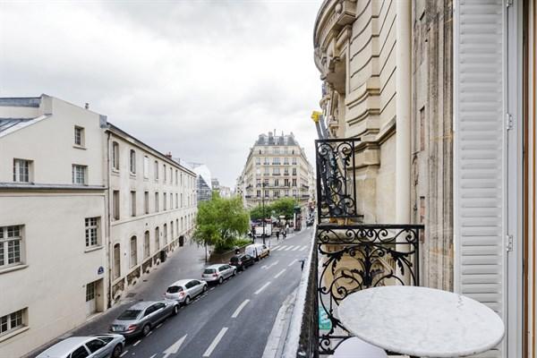 Le falgui re magnifique 2 pi ces design avec balcon - Appartement de standing burgos design ...