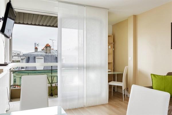 Bourdelle studio moderne refait neuf avec terrasse for Louer studio meuble paris