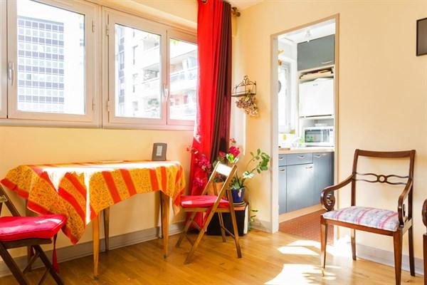 dulac superbe appartement de 2 pi ces meubl pour 2 ou 4 montparnasse paris 15 me my paris. Black Bedroom Furniture Sets. Home Design Ideas