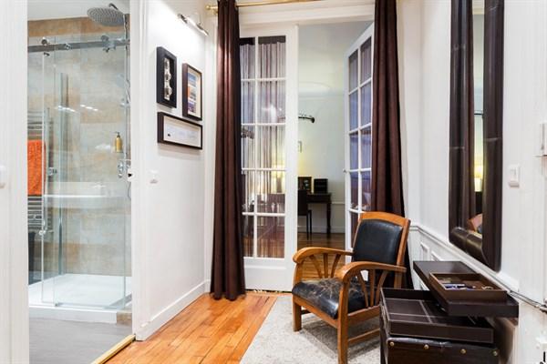 Versailles superbe appartement typiquement parisien pour for Appartement meuble a louer paris 16