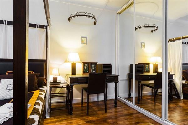 versailles superbe appartement typiquement parisien pour 3 avenue de versailles paris 16 me. Black Bedroom Furniture Sets. Home Design Ideas