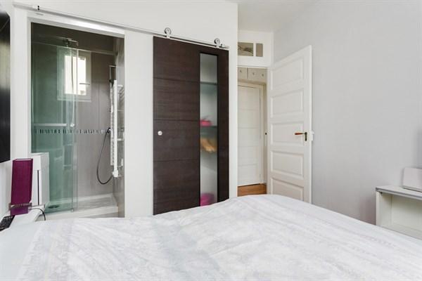 saint placide appartement de 2 pi ces de standing sur 23 m2 refait neuf saint placide. Black Bedroom Furniture Sets. Home Design Ideas