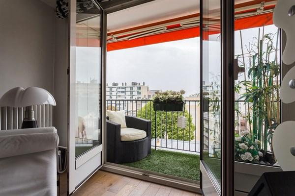 le haxo appartement de standing sur 2 pi ces avec terrasse aux buttes chaumont paris 20 me. Black Bedroom Furniture Sets. Home Design Ideas