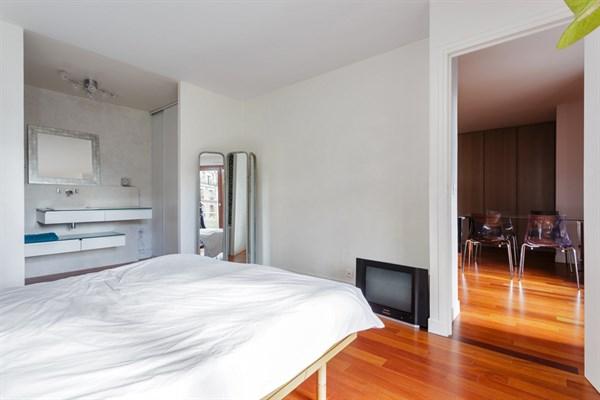 vasco de gama appartement f2 de standing avec terrasse louer au mois rue lecourbe paris. Black Bedroom Furniture Sets. Home Design Ideas