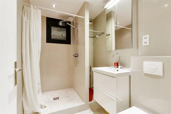 Al sia studio moderne et refait neuf pour 2 deux pas for Location meuble courte duree paris