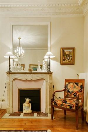 le raynouard superbe appartement de 3 pi ces meubl pour 4 dans le village de passy paris. Black Bedroom Furniture Sets. Home Design Ideas