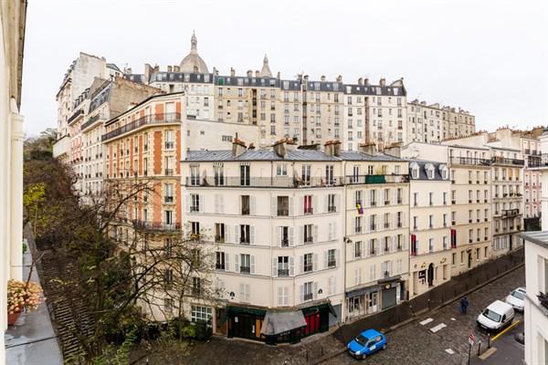 le muller superbe appartement de 2 pi ces typiquement parisien pour 4 montmartre paris 18 me. Black Bedroom Furniture Sets. Home Design Ideas